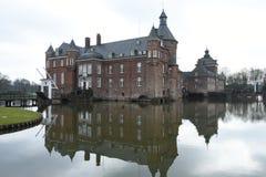 Château de Mediaval avec le castlemoat et le pont-levis photos libres de droits
