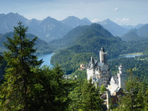 Château de Neuschwanstein dans les alpes bavaroises, Allemagne Photos stock