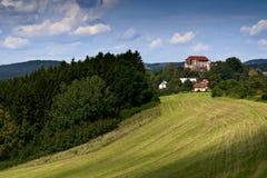 Château de Pecka sous des montagnes de Krkonose Photos stock