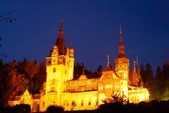 Château de Peles dans la nuit Image stock