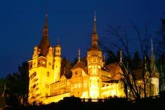 Château de Peles dans la nuit Photos stock