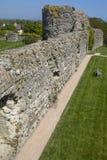 Château de Pevensey dans le Sussex est image libre de droits