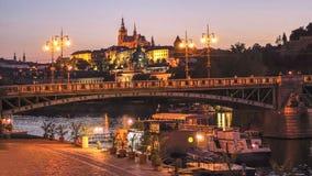 Château de Prague au crépuscule Photographie stock libre de droits