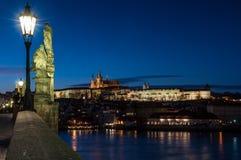 Château de Prague au-dessus de fleuve de Vltava Images libres de droits