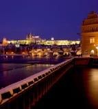 Château de Prague avec la passerelle de Charles Image libre de droits