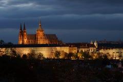 Château de Prague de soirée Image stock