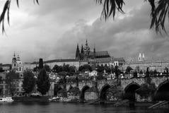 Château de Prague et passerelle de Charles Image libre de droits