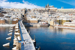 Château de Prague et passerelle de Charles photos libres de droits