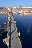 Château de Prague et passerelle de Charles Images stock