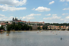 Château de Prague et rivière Vltava Images libres de droits