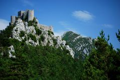 Château de Puilaurens dans les sud des Frances images stock