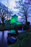 Château de Ross la nuit. Killarney. Irlande Images libres de droits
