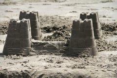 Château de sable des seaux Photographie stock libre de droits