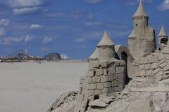 Château de sable et pilier d'amusement dans le New Jersey de forêt vierge images stock