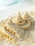 Château de sable sur la plage Images stock