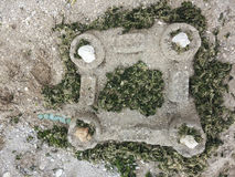 Château de sable sur la plage de mer Images stock