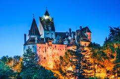 Château de son, vue crépusculaire, Roumanie images stock