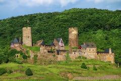 Château de Thurant au-dessus de ville d'Alken sur la rivière de la Moselle, Rhénanie-copain images libres de droits