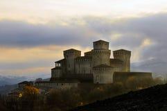 Château de Torrechiara après une tempête Photographie stock libre de droits