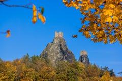 Château de Trosky dans le paradis de la Bohême - République Tchèque photo stock