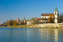 Château de Wawel et église de rue Stanislaus, Cracovie Photo stock