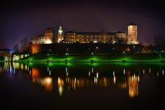 Château de Wawel situé chez le fleuve Vistule à Cracovie P Photographie stock
