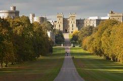 Château de Windsor visualisé le long de la longue promenade Photo stock