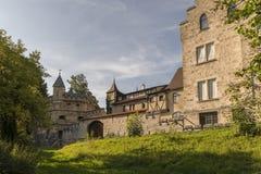 Château du Lichtenstein - bâtiment auxiliaire, mur et une tour image stock
