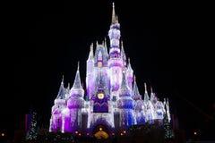 Château du monde de Disney à Noël Photographie stock