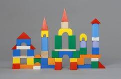 Château en bois pour les enfants heureux Photographie stock libre de droits