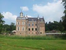 Château entouré par un château-fossé Images libres de droits