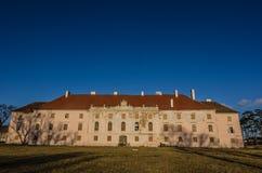 château et ciel bleu abandonnés Photos libres de droits