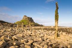 Château et pieux de Lindisfarne Image stock