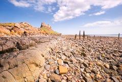 Château et plage III de Lindisfarne Photos libres de droits