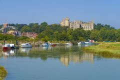 Château et rivière Arun, le Sussex occidental, Angleterre R-U d'Arundel photo libre de droits