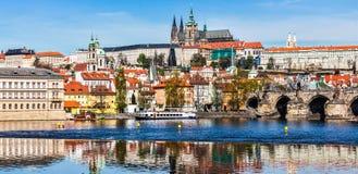 Château et St Vitus Cathedral de Gradchany Prague Images stock