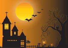 Château foncé, arbre de silhouette, pleine lune, hibou, batte, potiron et fond de cimetière Photographie stock libre de droits
