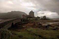 Château foncé d'Eilean Donan - image de HDR images stock