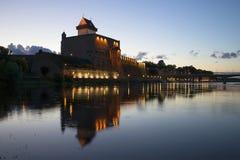 Château Hermann la nuit d'été Narva Photos stock