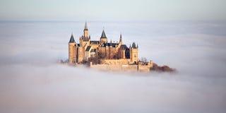 Château Hohenzollern au-dessus des nuages Image libre de droits