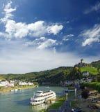 Château impérial Reichsburg sur la rivière de la Moselle Ville de Cochem Paysage images stock