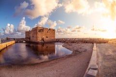Château médiéval célèbre au port de Paphos cyprus Photographie stock libre de droits
