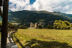 Château médiéval des fenis dans la ville de l'aosta images stock