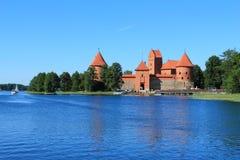 Château médiéval sur l'île de Trakai sur le lac Galve images libres de droits
