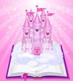 Château magique apparaissant du livre Image libre de droits