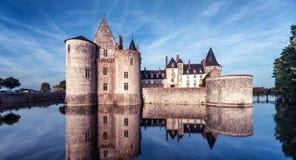 Château ou château De la Salir-sur-Loire au crépuscule, France photo libre de droits
