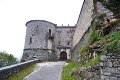 Château Rihenberk Kras de région de Gorica Karst Primorska de vue de village de Branik Slovénie Photo libre de droits