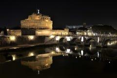 Château Sant Angelo Protecting la rivière du Tibre photos libres de droits