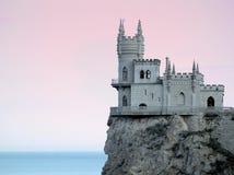 Château Sideview de l'emboîtement de l'hirondelle dans le coucher du soleil HDR Photographie stock libre de droits