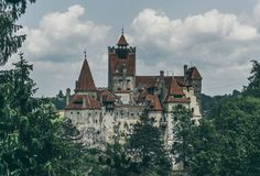 Château sombre légendaire de son, résidence de Dracula Transylvanie, Roumanie image stock